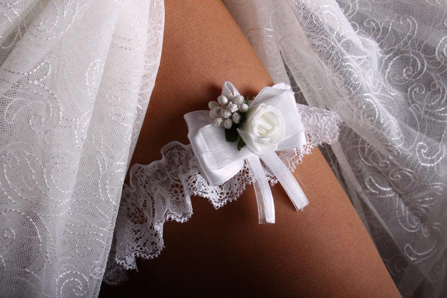 Подвязка Flowers white
