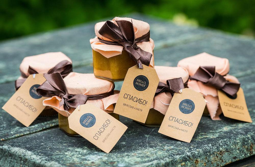 Баночки с медом - оригинальные подарки гостям на свадьбу