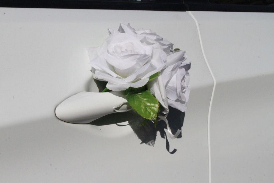 Украшения на ручки Три белые розы