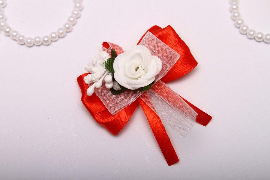 Бутоньерка Flowers red