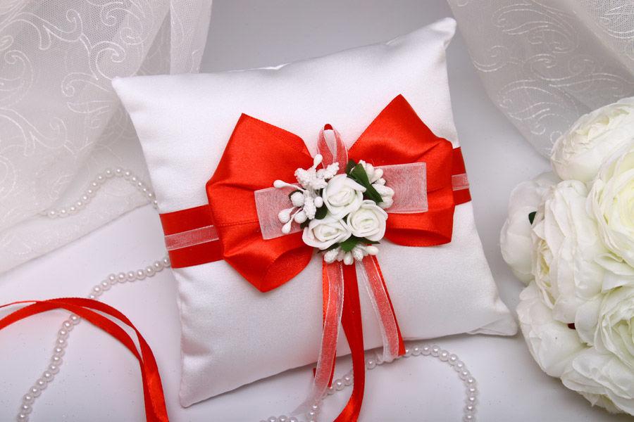 Подушка Flowers red