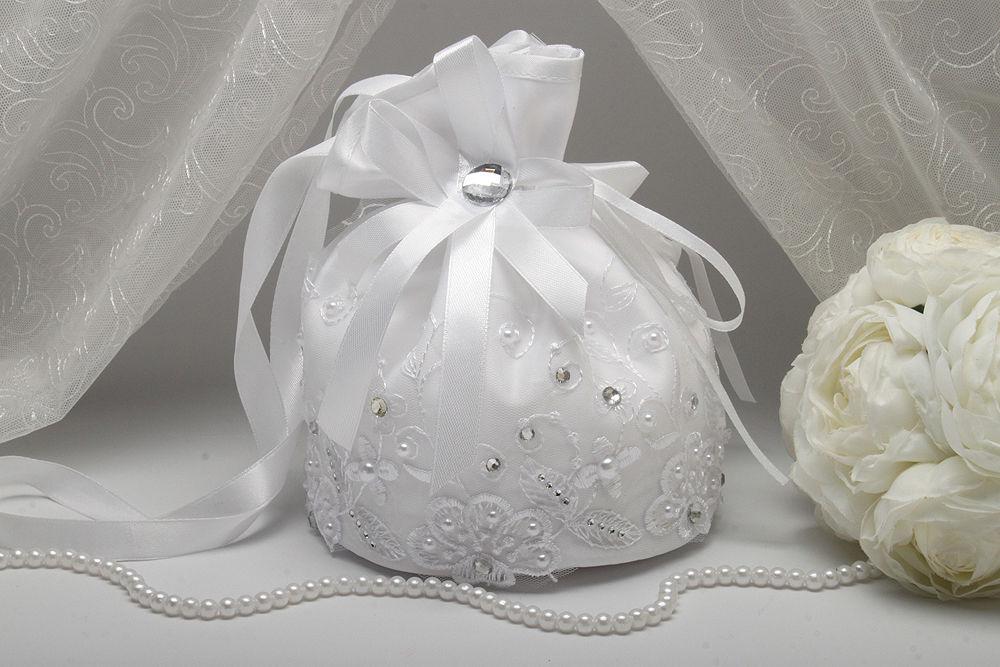 Сумочка невесты вышитая бисером белая