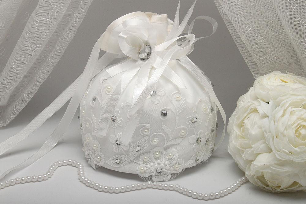Сумочка невесты вышитая бисером айвори